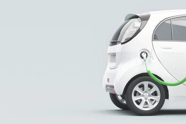 Automobile elettrica ecologica o ibrida in carica