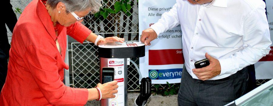 Erste private Haus-Stromtankstelle im öffentlichen Raum